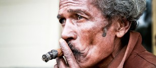 10% of cancer survivors still smoke decade later